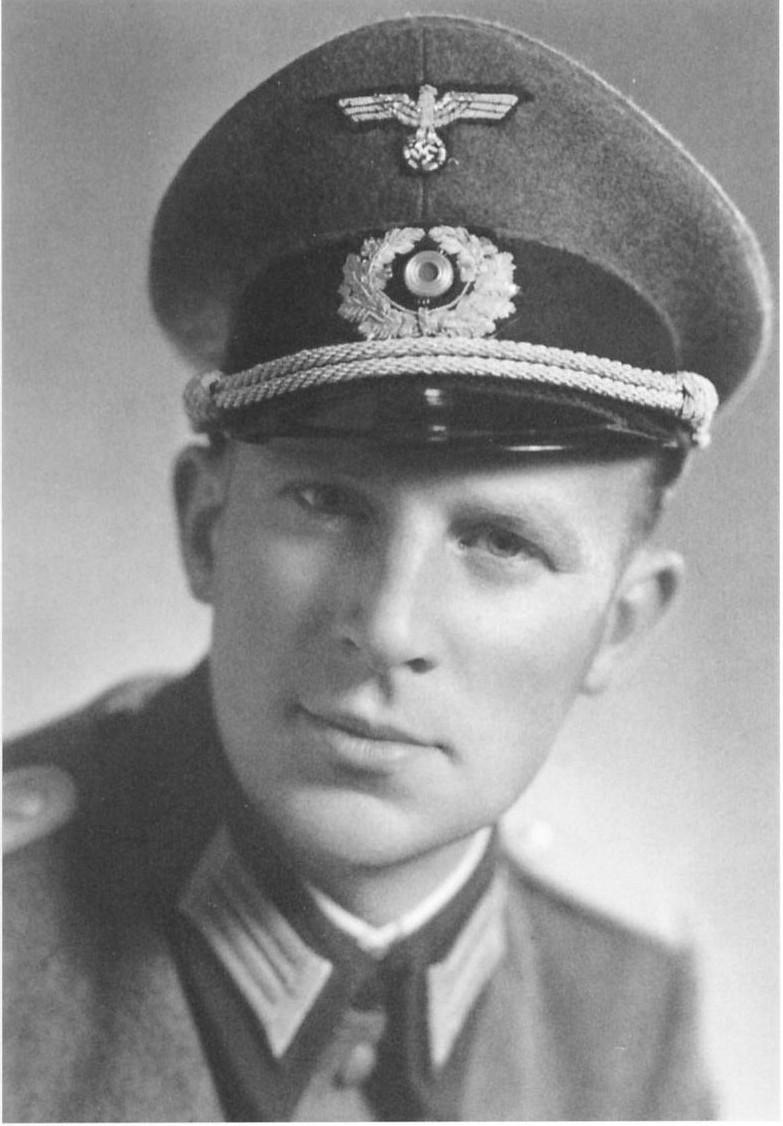 Lt Hellmuth Henke